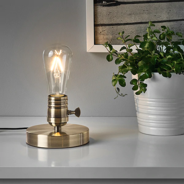 Megagram Lampe De Table Metal Brosse Laiton Ikea Lampes De Table Lampe Sur Pied Pied De Lampe De Table
