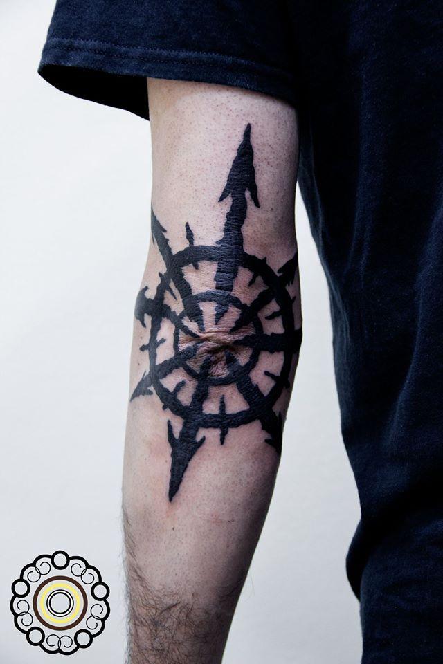 Chaos Star Elbow Tattoo Tattoo Elbowtattoo Star Chaosstar Chaosstartattoo Tatuaje Tatuajecodo Estrelladelca Elbow Tattoos Chaos Tattoo Tattoos For Guys