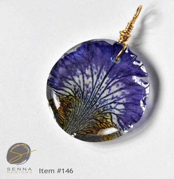 Hand Pressed Dried Irises Sealed With High Quality Resin Nature Is So Exquisite That It Deserves To Be Dried Flower Jewelry Resin Jewelry Real Flower Jewelry