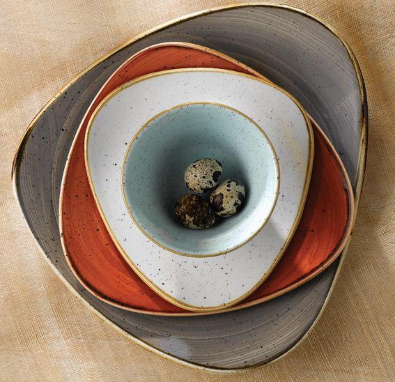 STONECAST. Porcelana con aires vintage pintada a mano. Calidez y estilo rústico. Diferentes colores. Disponible desde por 3,61€ según piezas en http://www.tiendacrisol.com/tienda.php?Id=3128 (enlace a StoneCast azul)  #porcelana #vajilla #mesa #platos
