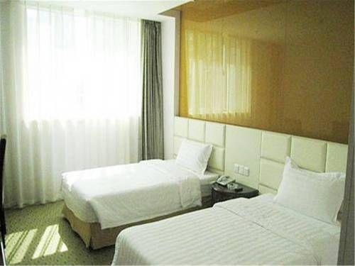 Zhangjiakou Jirui Hotel Chongli ??????? offers accommodation in Chongli.