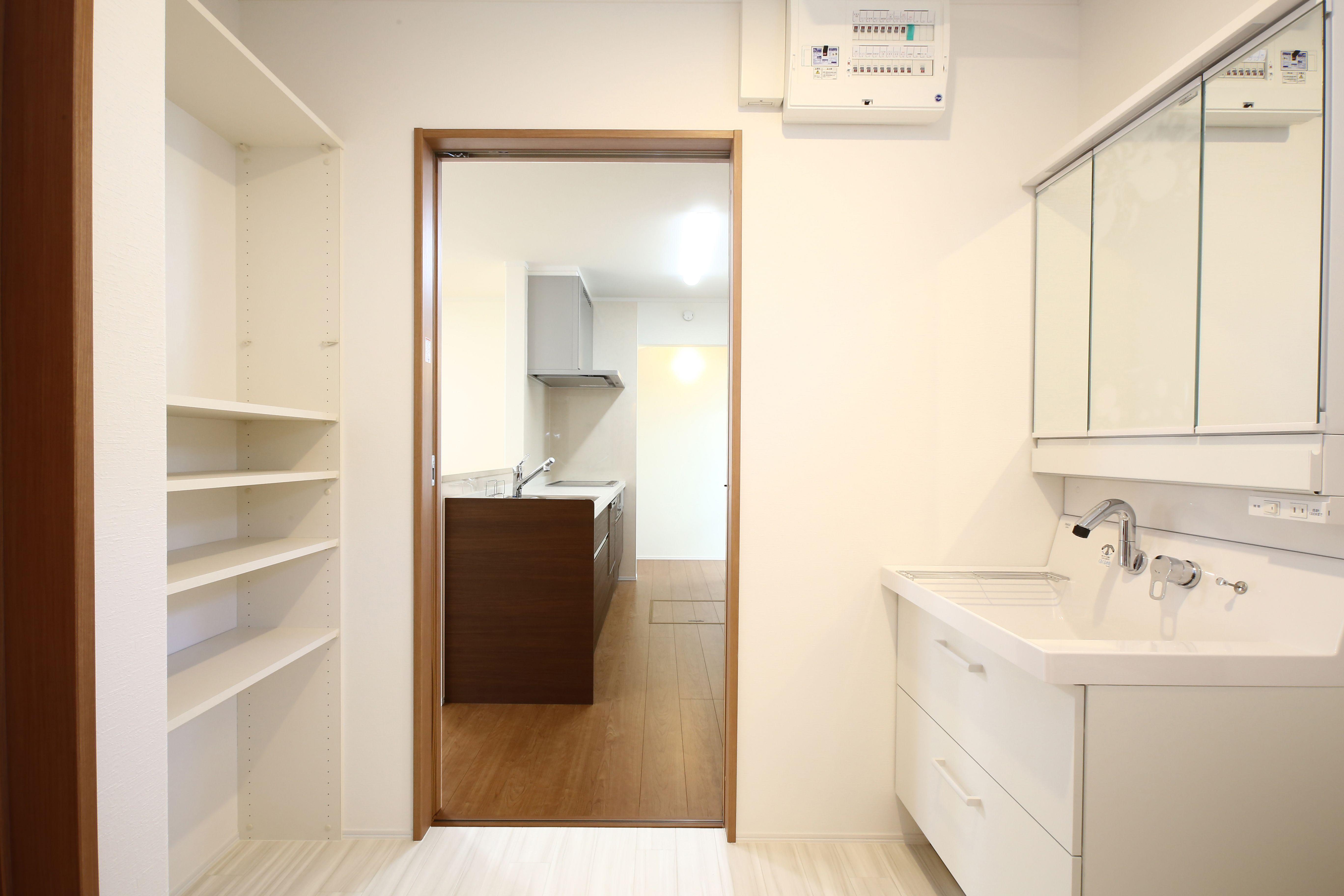 建築実例 洗面所 洗面台 Lixil ウォークスルー 家事動線 洗濯 可動棚