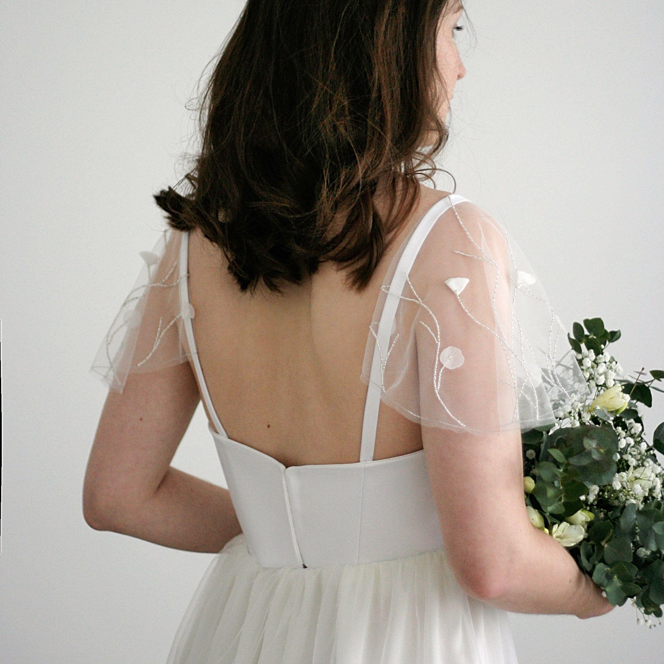 Detachable tulle cap sleeves for romantic wedding dress
