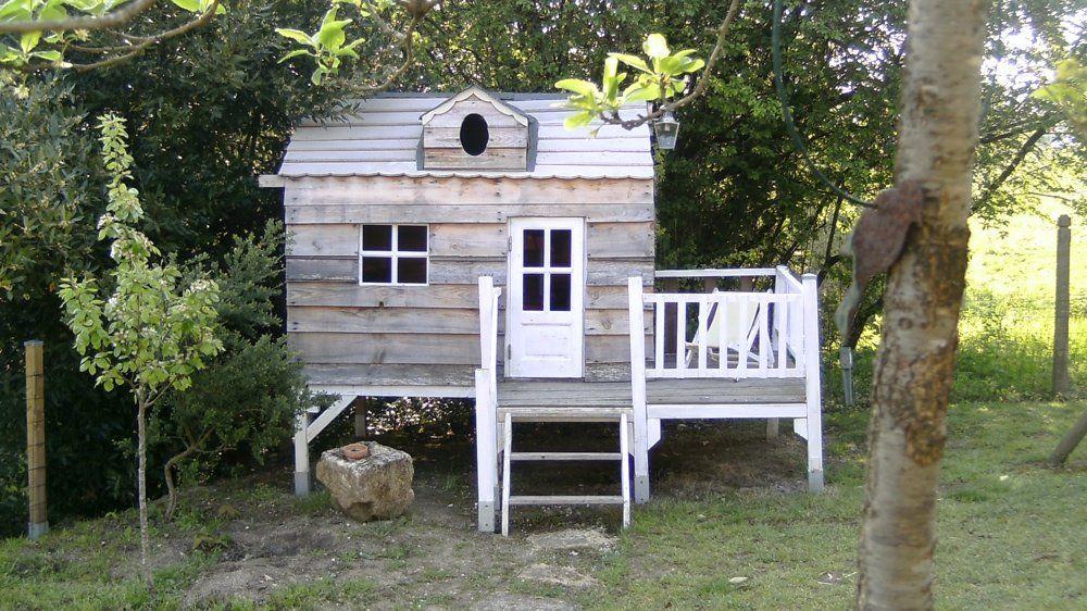 30 cabanes pour les enfants cabanes petites maisons pinterest terrasse sur pilotis avec. Black Bedroom Furniture Sets. Home Design Ideas