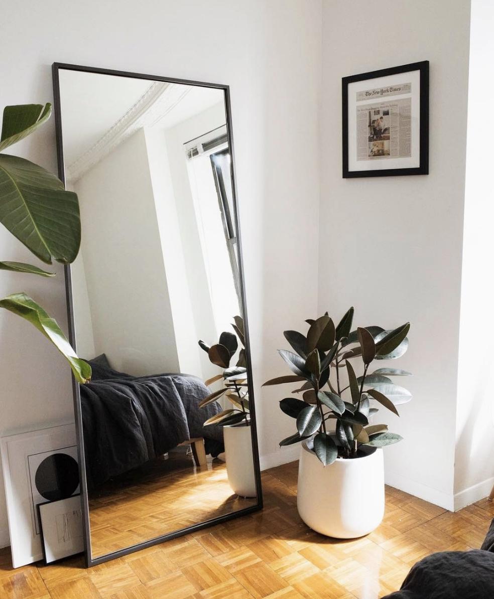 14 Ways To Make A Small Bedroom Look Bigger Rentonomics Dicas Decoracao Quarto Pequeno Decoracao De Casas Simples Ideias De Decoracao Apartamento