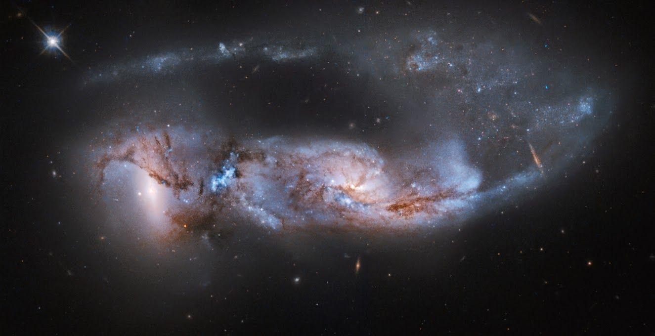 Linha D'Água Imagens Astronômicas: O Poder da Força Gravitacional das Galáxias