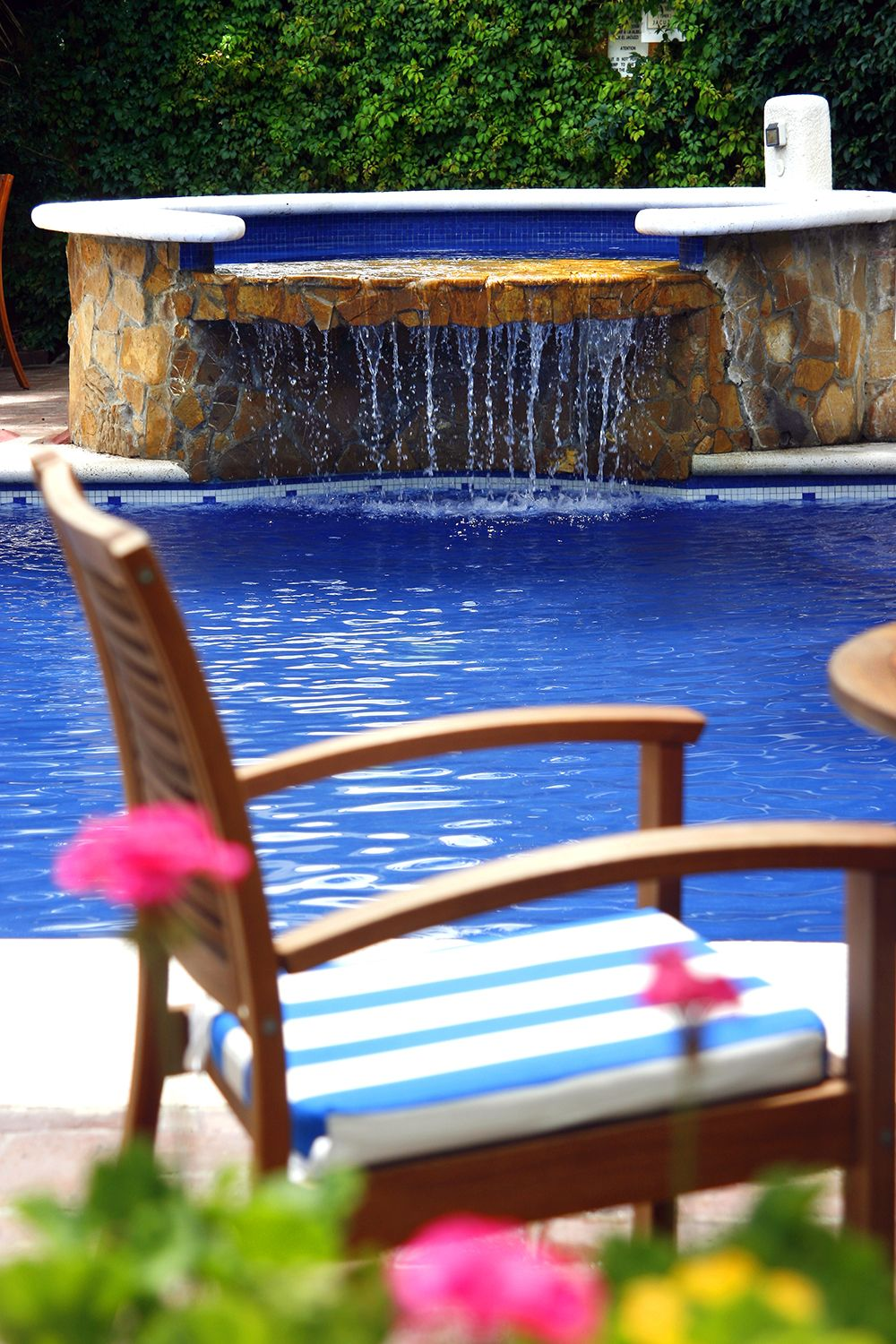 Relax in the countryside atmosphere of the pool at Hacienda los Laureles