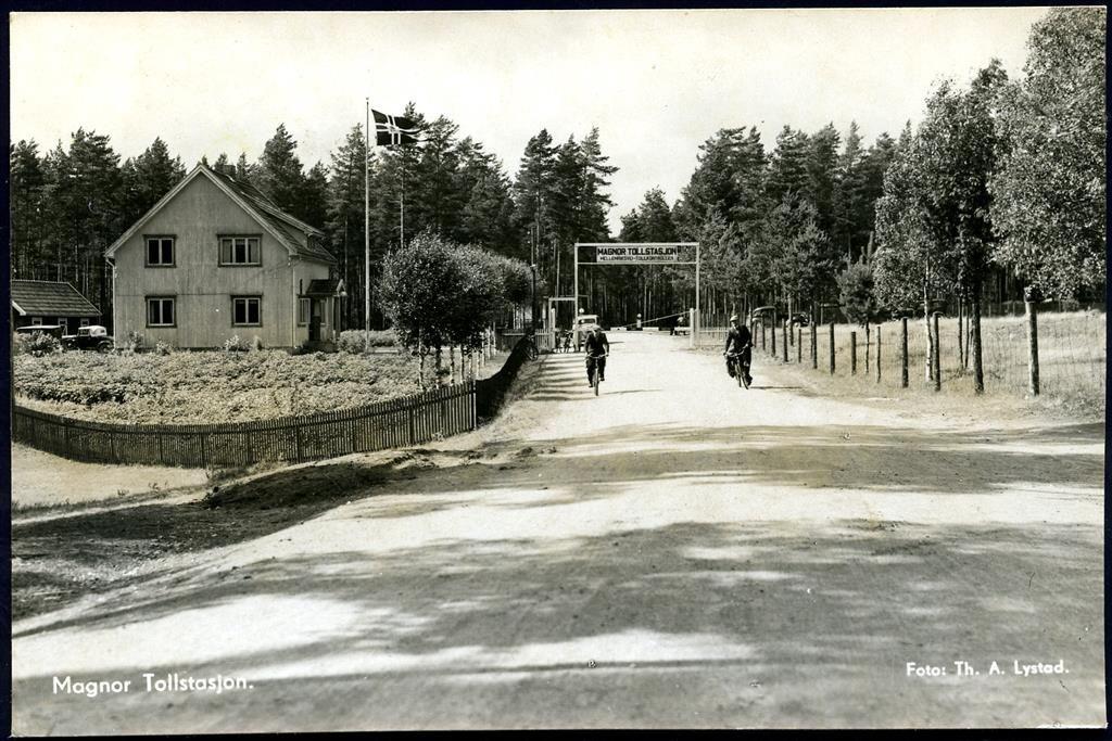 MAGNOR i Eidskog kommune i Hedmark fylke. Tollstasjonen Foto Th. A.Lystad, stpl. Magnor 1947