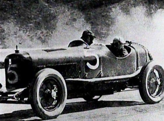 Com a Maserati Tipo 26, Alfieri vence na classe até 1.500cc a Targa Florio de 1926.