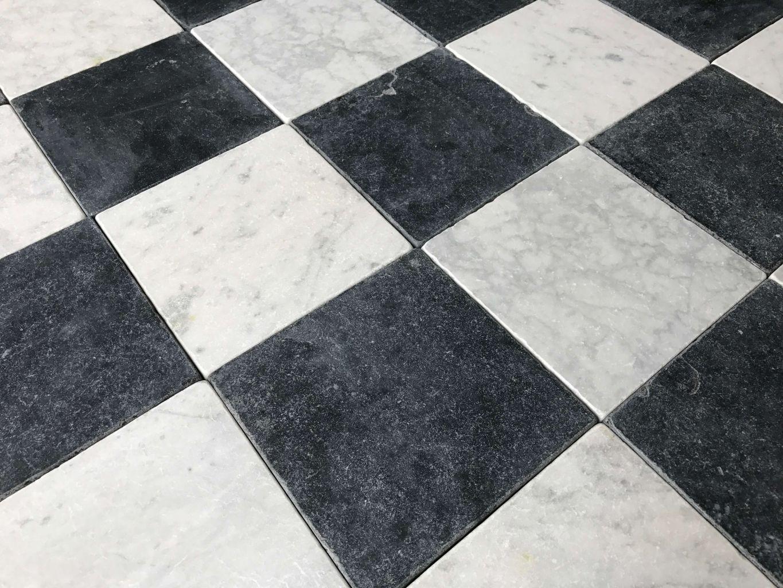 Carreaux Marbre Vieilli Damier Noir Et Blanc Bca Materiaux Anciens Marbre Noir Et Blanc Dallage Pierre Carreaux Noir Et Blanc