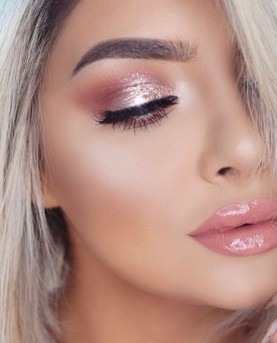 40+ Shimmery Eyeshadow Look Ideas - Dress Models #eyeshadowlooks
