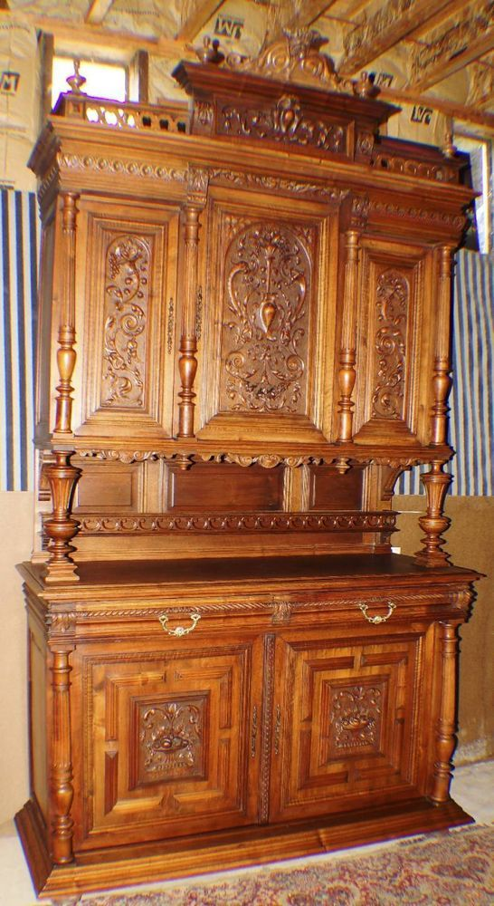 Attirant ORNATELY HAND CARVED FRENCH WALNUT BREAKFRONT SIDEBOARD CABINET HUTCH.  #FrenchFrenchCountry