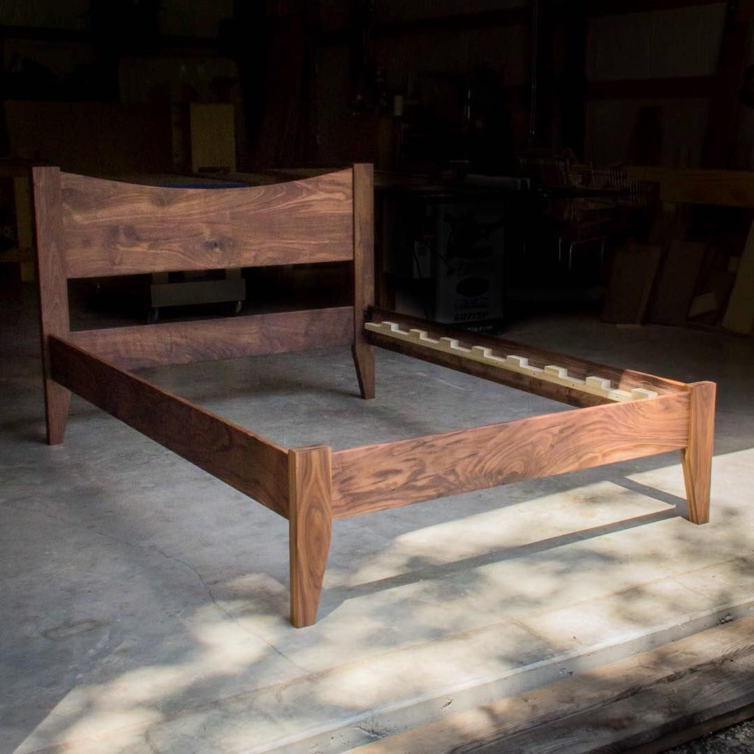 Full Size Walnut Bed With 16 Curved Headboard And Tapered Legs