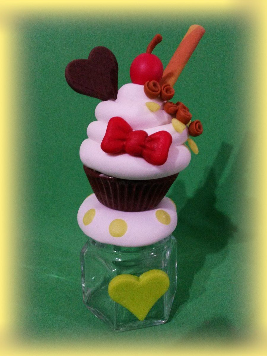 Souvenirs 10 frasquitos cupcakes decorados en porcelana for Adornos navidenos en porcelana fria utilisima