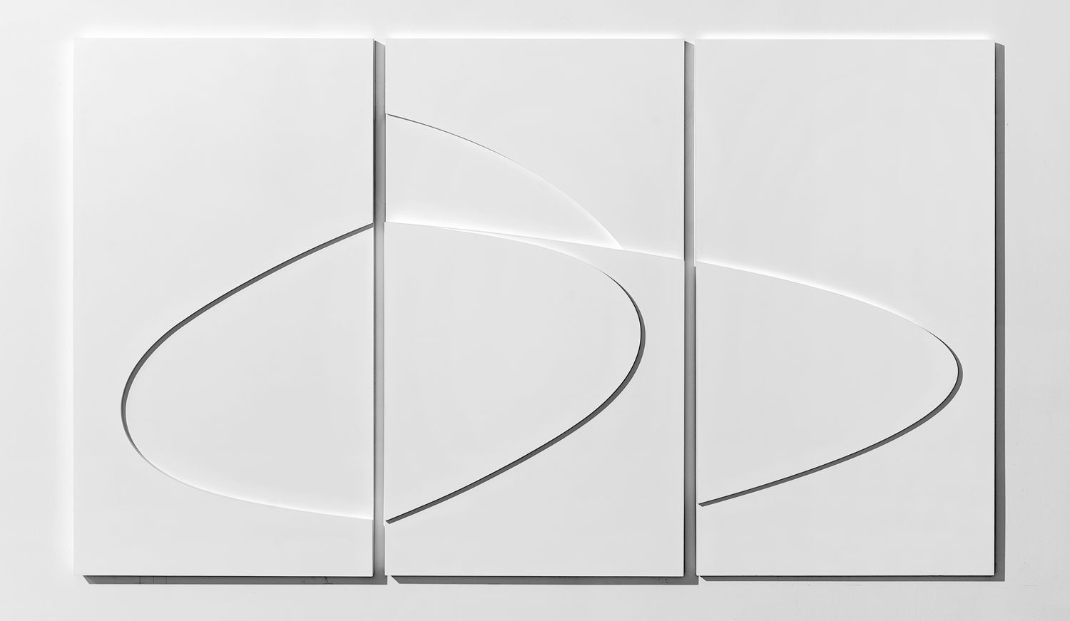 Untitled (Double Loop), 2013. Acrylic Gesso on MDF, 40 x