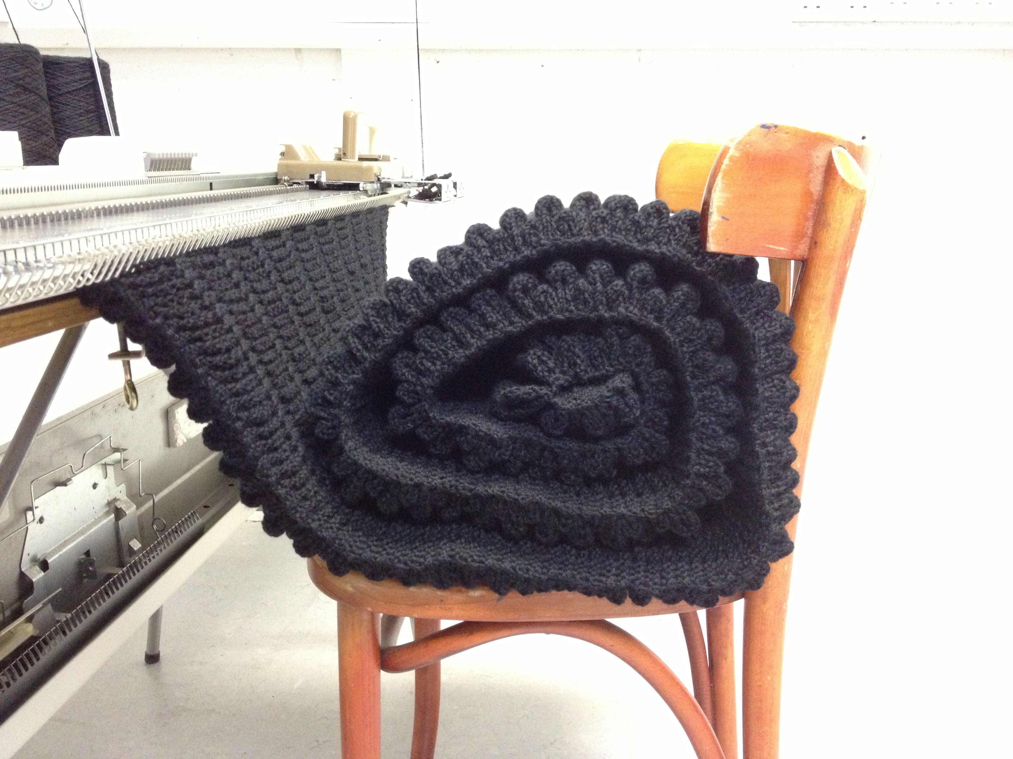 3-5kg-of-knitting.jpg 3.264×2.448 Pixel