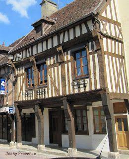 Troyes et la Champagne méridionale, identité XVIe siècle: Le double encorbellement en Champagne méridionale