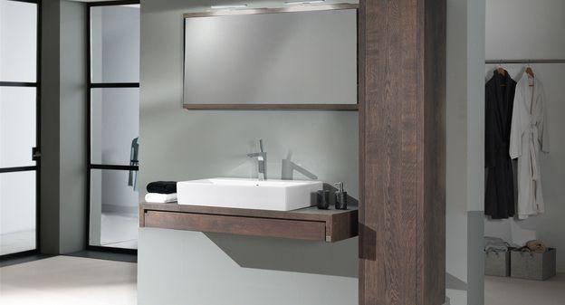 Spiegel Met Hout : Aither minimalistisch badkamermeubel met kolomkast en spiegel in