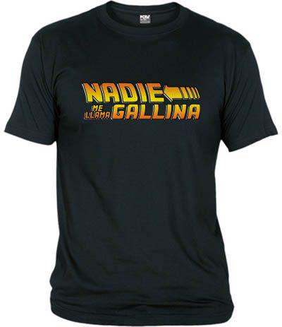 Camiseta Nadie, me llama.. Gallina. La frase que mete en problemas a Marty McFly en la saga Regreso al futuro.