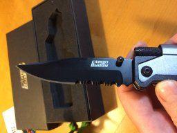 CampBuddy Survival Messer: 5-in-1 Klappmesser mit LED Licht, Gurtschneider, Glasbrecher und Feuerstahl; Outdoormesser Notfall Camping Jagen Wandern Outdoor