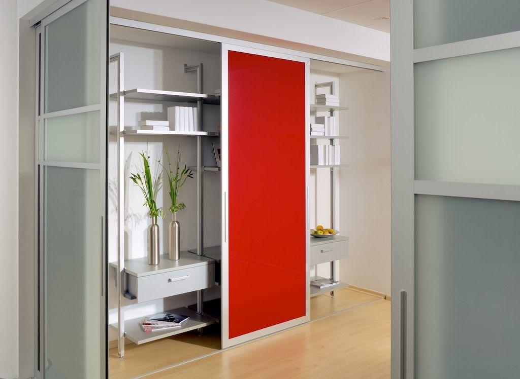 das inova schiebet r system swing in rot auf diesem in zwei ausf hrungen als raumteiler vom. Black Bedroom Furniture Sets. Home Design Ideas