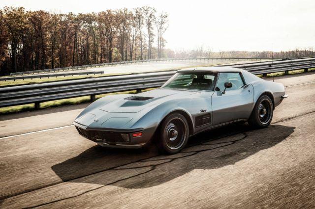 1971 Chevrolet Corvette Side View Motion http://www.superchevy.com/features/1507-jimmie-johnsons-incredible-lt1-1971-chevrolet-corvette-stingray/