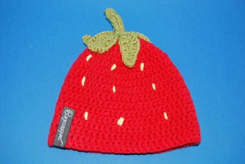 Gehäkelte Mütze Erdbeere In Rot Mit Gelben Kernen Und Grünem