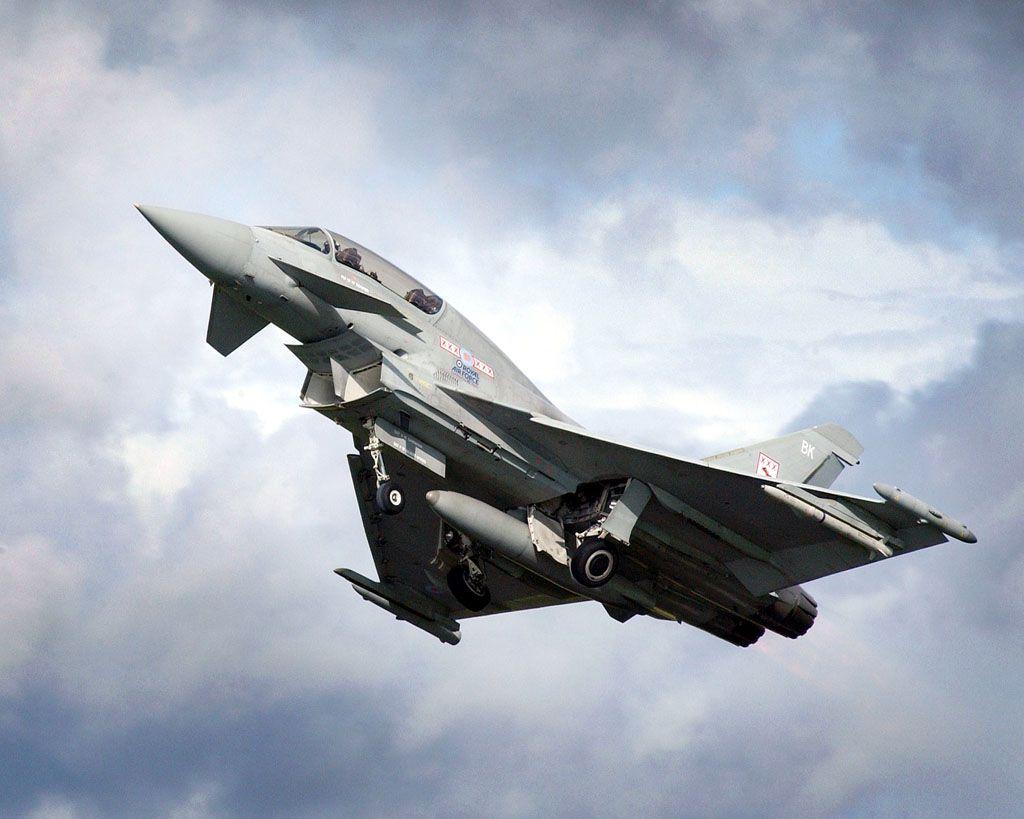 F-35 Lightning II vs F-22 Raptor | Eurofighter Typhoon vs F-22