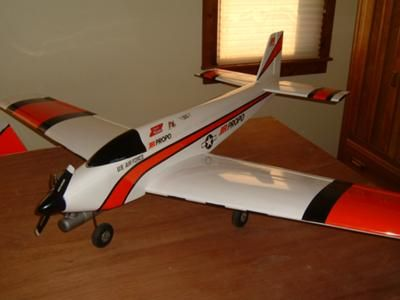 Sig Komet: Here is a fantastic flying plane. It is a Sig Komet .60. Sig has always made very nice plane kits and the Komet is one of my all time favorites.  Originally