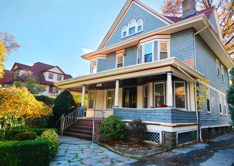 Charming Victorian Home In Ditmas Park Asks 2 3m 6sqft Victorian Homes Home Pictures Home