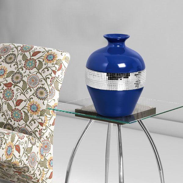 """Transforme aquele canto da sua casa em um espaço aconchegante e convidativo. Use vasos entre uma poltrona e outra e dê um """"up"""" na sua decoração."""