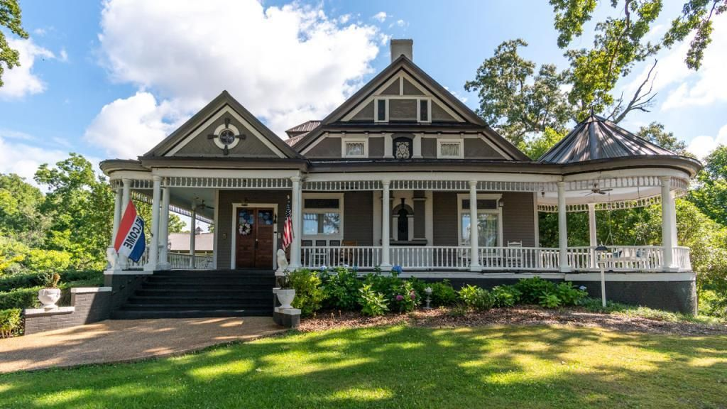 Hogansville Ga Offered For Sale At 629 000 Bed Breakfast The Hogan House At Rose Hill C 1895 Is An Exquisite Vic In 2020 Gothic House House Beautiful Homes