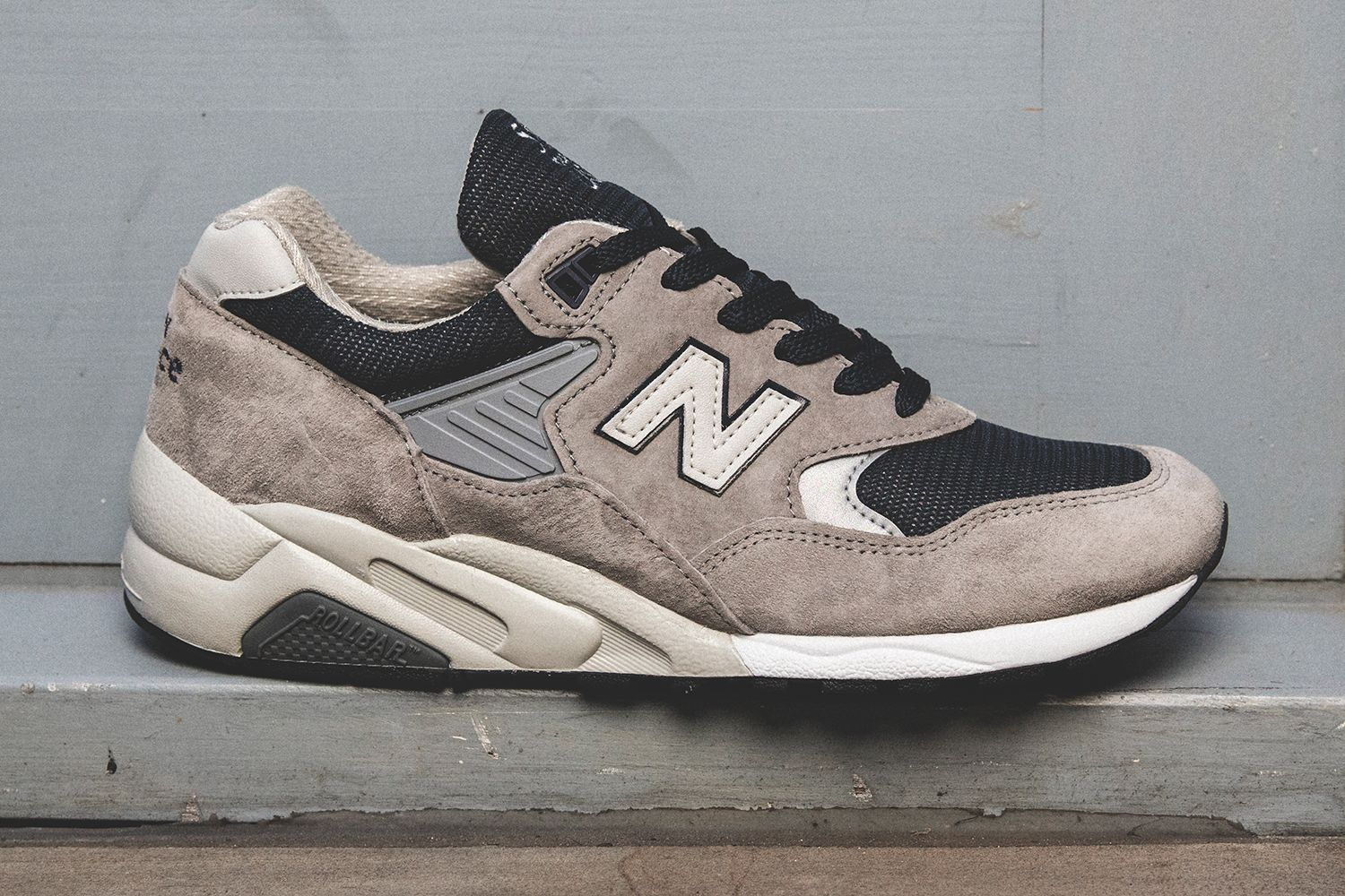 New Balance Reintroduces The M585 Chaussure