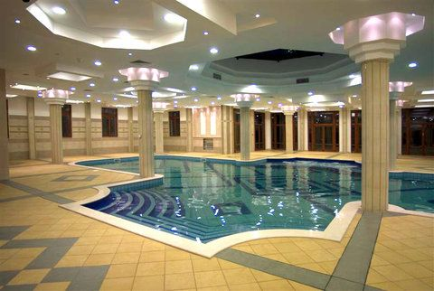 a beautiful swimming pool design a design of an indoor swimming pool which has a large luxurious and modern and has many optional features - Indoor Swimming Pool Design