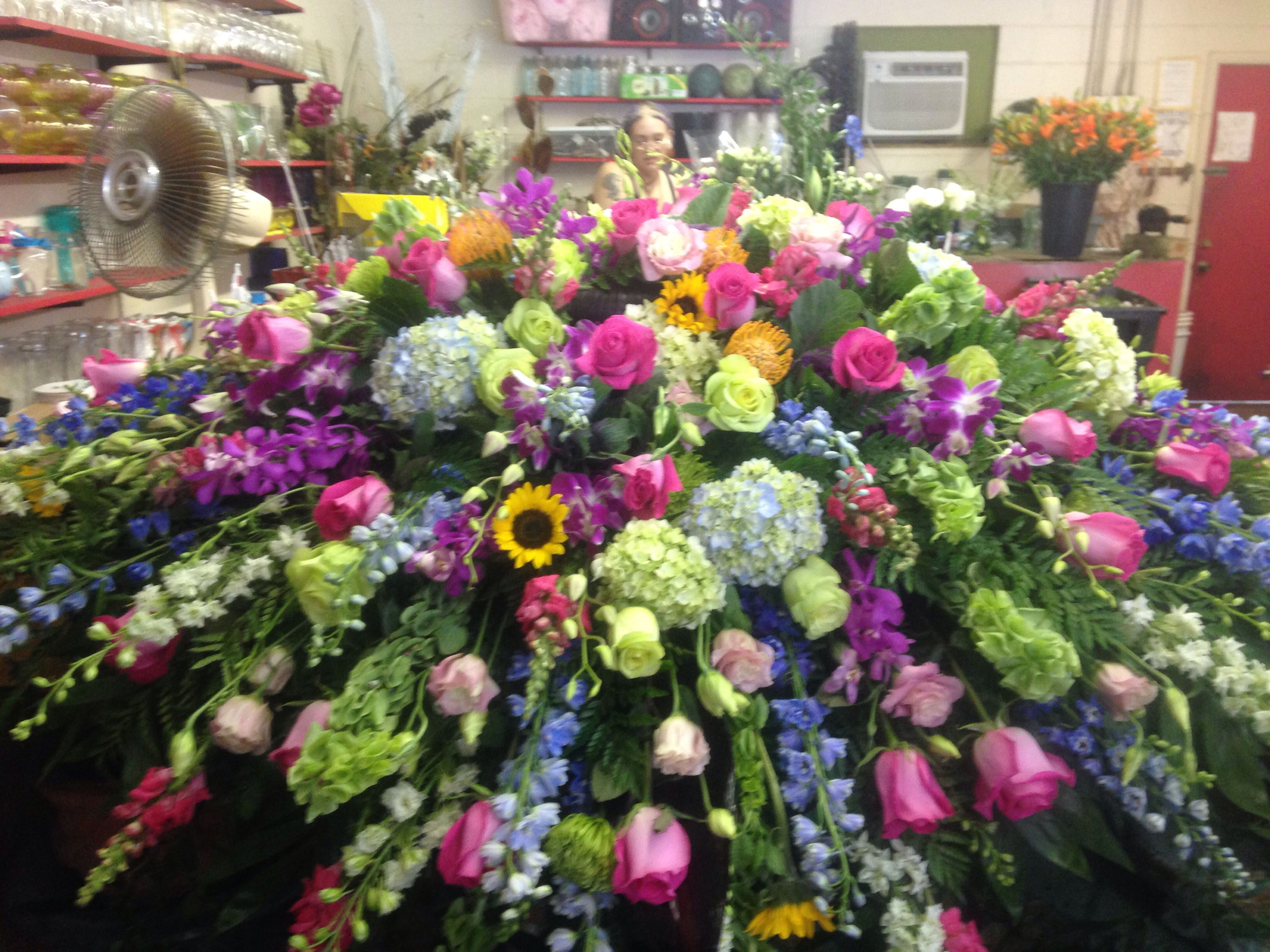 Pin By Carol Heath On Funeral Flower Arrangeents Casket Flowers Funeral Flowers Funeral Flower Arrangements