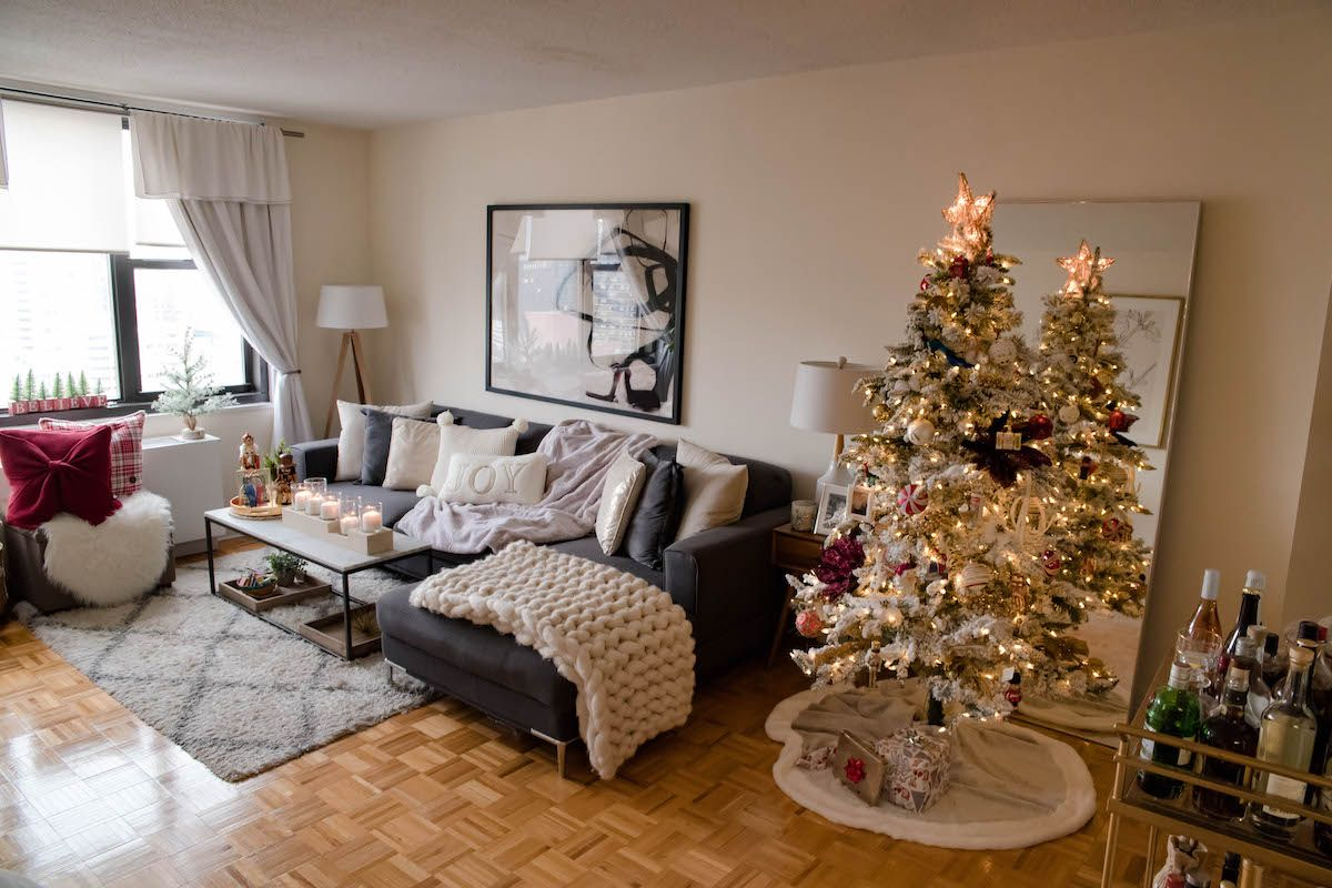 apartment living room christmas decor