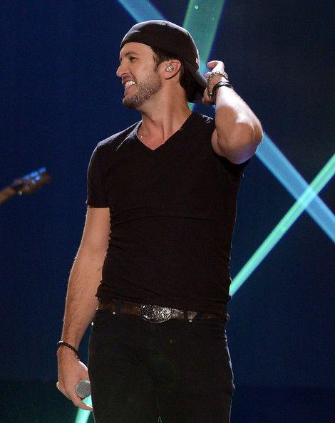 Luke Bryan - não, cantores de country NÃO tem a mesma voz !!!
