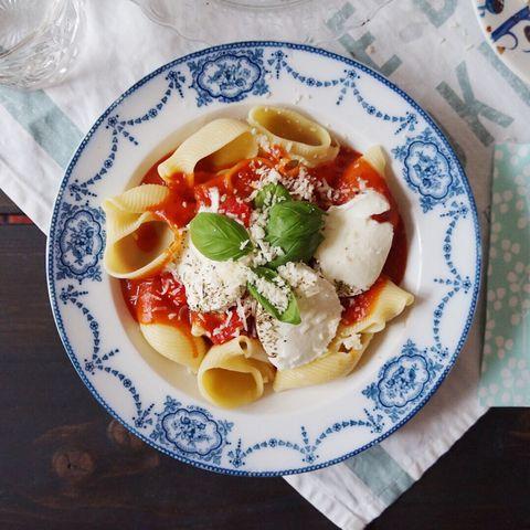Tomaatti-mozzarellapasta