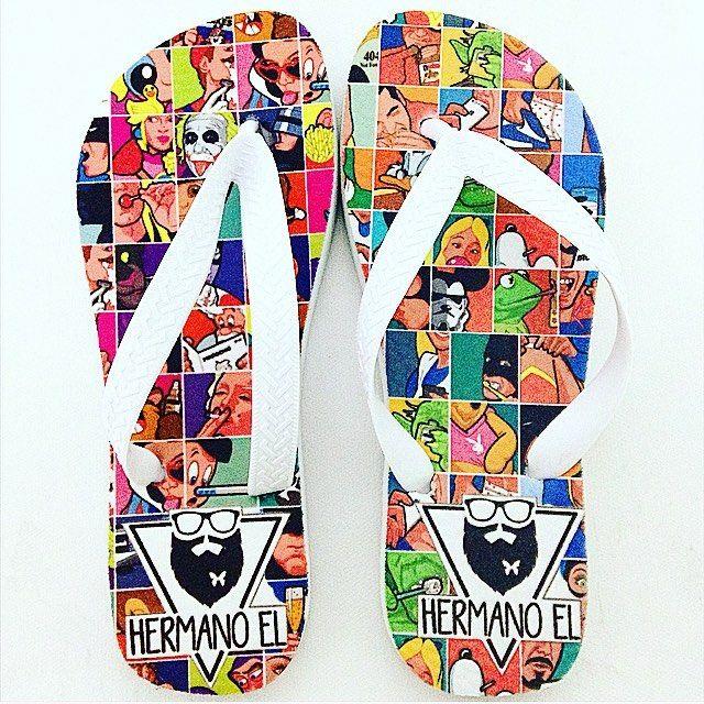 E esse modelo Pop Art? Leva estilo e conforto para os pés de todos Hermanos. 👣 www.hermanoel.com.br  #popart #conforto #hermanos #chinelo #sandalias #geek #loja #sp