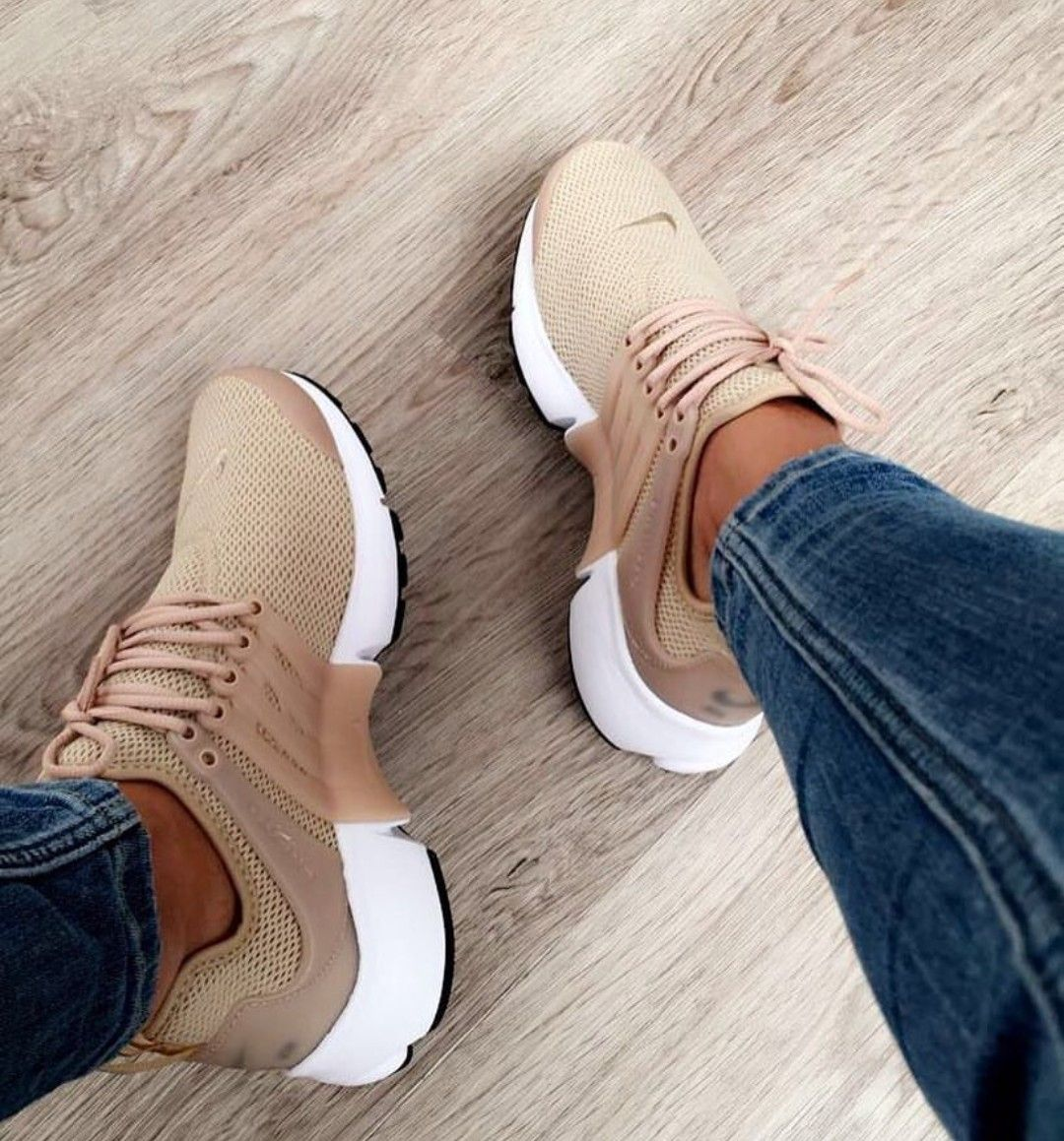 Nike Air Presto in braun-beige/brown-creme // Foto ...