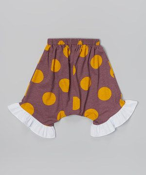 Made from a stretchy cotton blend, these capris feature an elastic waistband and a roomy harem-style fit. Contrasting colors and a ruffled hem make them even more precious during all that kicking and wiggling.