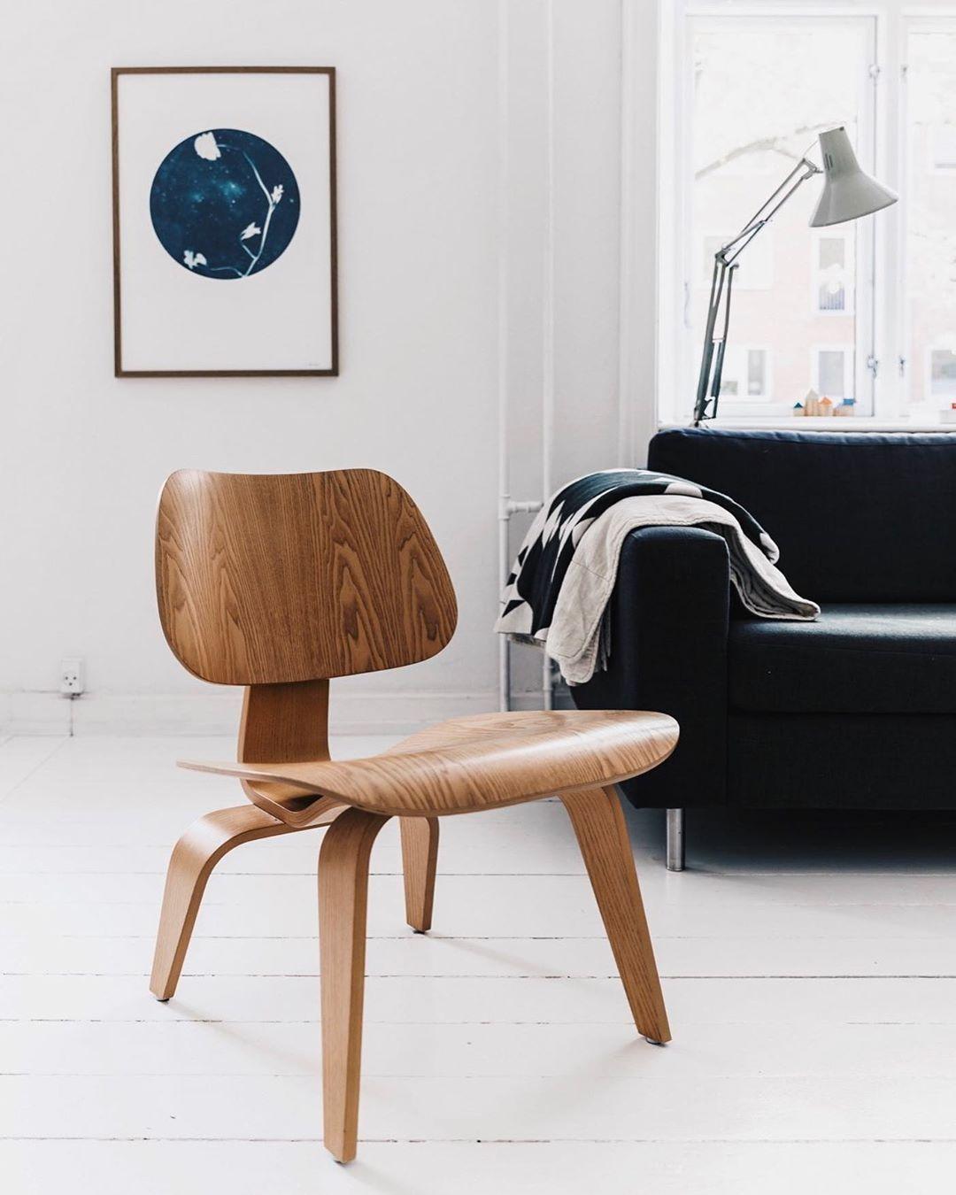 Eames® Molded Plywood Dining Chair - Wood Base | Eames molded plywood  dining chair, Eames chair living room, Eames plywood chair- dunyanin-en-unlu-sandalyeleri-ve-hikayelerini-okumak-icin