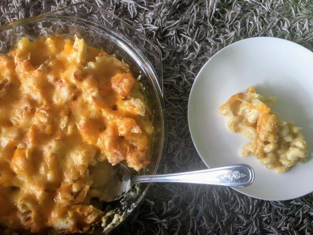 Mac and Cheese: um clássico americano.   O macarrão com queijo é feito com cheddar e gruyère e é uma delícia, perfeito para dias frios.