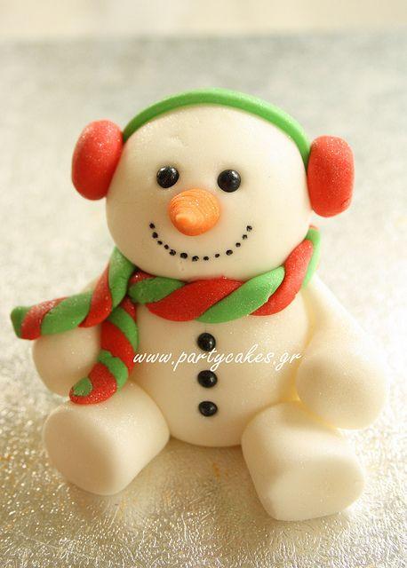 Awww, what a delightfully darling little fondant snowman. #snowman #cute #winter #food #fondant #cake #decorating #Christmas