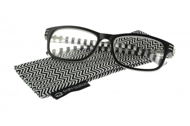 a7445a1f6e8 Reading glasses should be stylish – and here is a perfect example of  on-trend