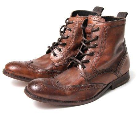 La marca 'H by Hudson' tiene excelentes modelos de zapatos y botas. Para la muestra estas 'Angus Tan'.