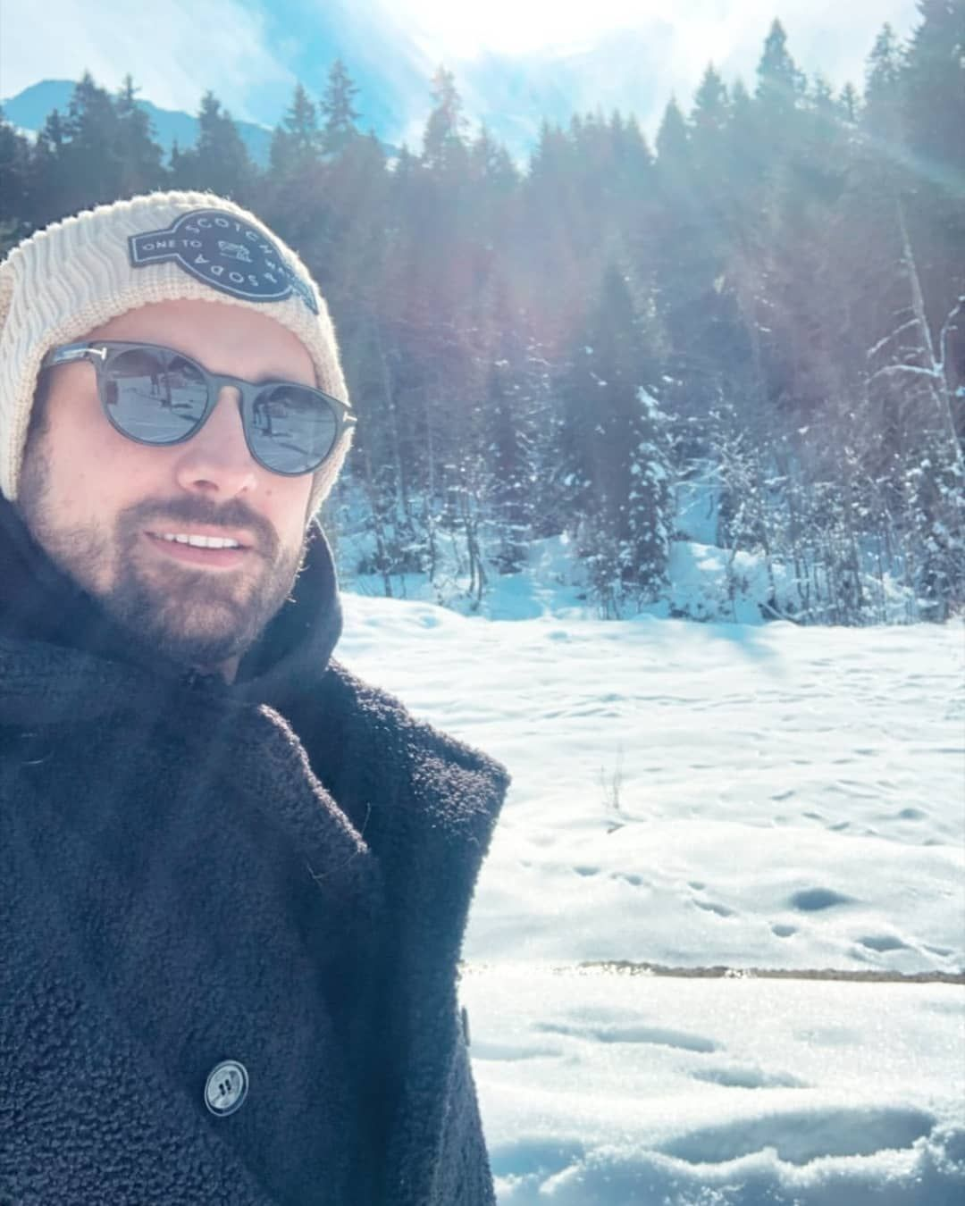 96 Aprecieri 5 Comentarii 𝚁𝚊𝚣𝚊𝚗 Elimibirakam5 Pe Instagram جديد ألب من عطلته في طرابزون مع مدير ا Vogue Men Beautiful Green Eyes Mens Sunglasses