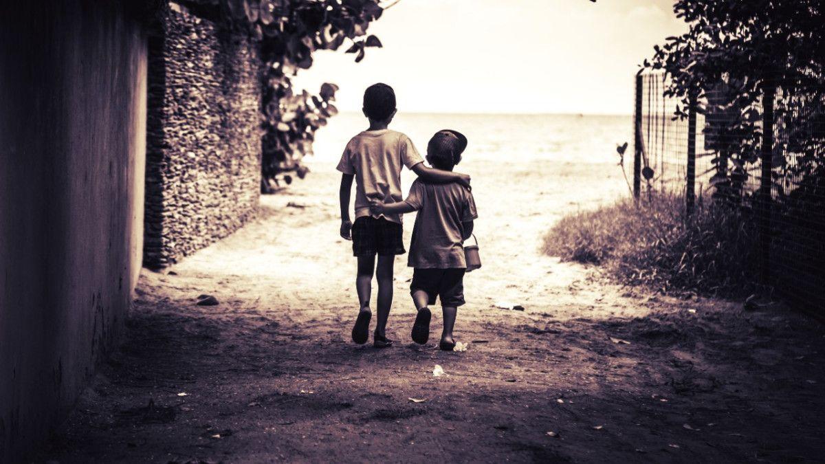 شعر عن معنى الصداقة الحقيقية و صفات الصديق الحقيقي Couple Photos Scenes Photo