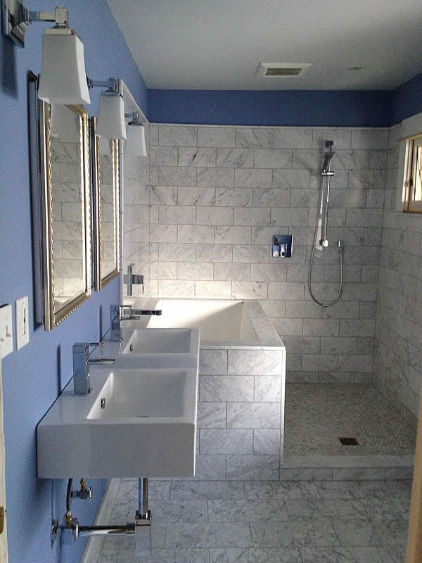 Japanese style soaking tub in tiled surround seattle usa - Deep soaking tub for small bathroom ...