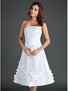 A-Line/Princess Strapless Knee-Length Taffeta Homecoming Dress With Flower(s) (022015561)